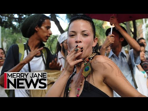 facts-only:-women-smoke-more-weed-than-men-|-merry-jane-news