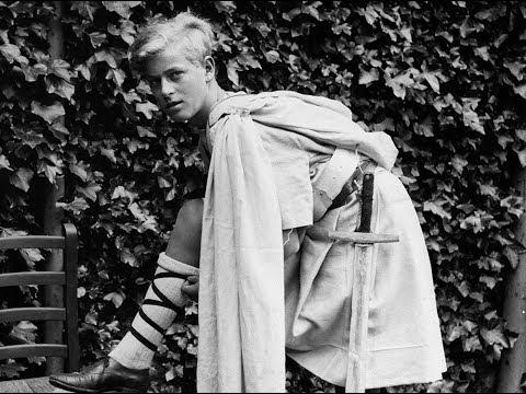 Молодой принц Филипп: редкие и забытые фото супруга Елизаветы II