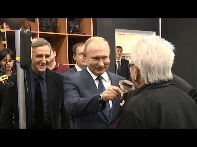 Во ВГИКе Путин поздоровался с Шапокляк и оценил технику ожившей живописи