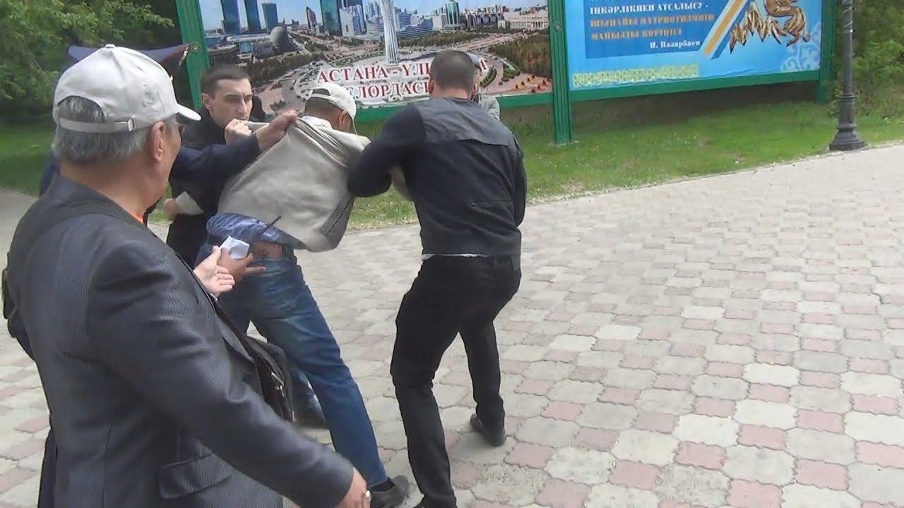В Уральск е в ходе протеста неизвестные грубо задержали бывшего полицейского 31 мая