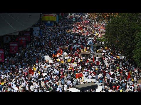 بورما:  تعبئة واسعة في إضراب عام والجيش يحذر المتظاهرين من -خطر الموت-  - 14:00-2021 / 2 / 22