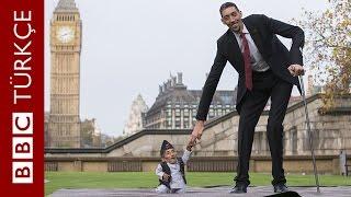 Dünyanın en uzun adamıyla en kısası birarada - BBC TÜRKÇE