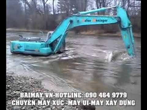 Máy xúc Kobelco vượt suối.