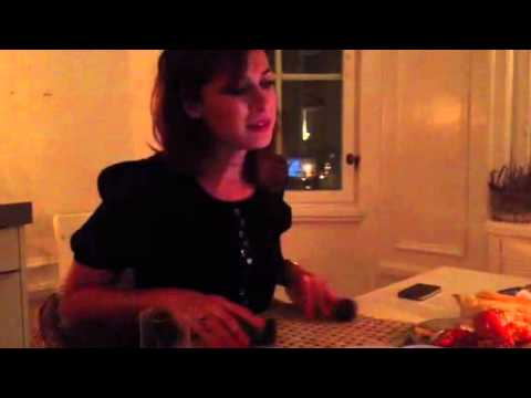 Amanda Schulman sjunger call your girlfriend