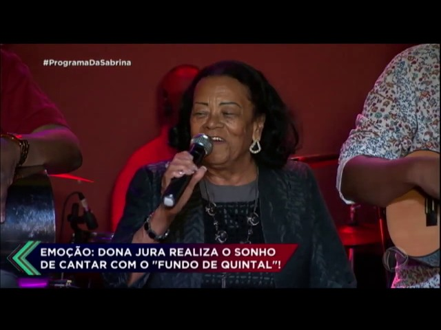 Vovó realiza sonho e canta com o grupo Fundo de Quintal