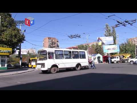 В центре Мариуполя пассажиры толкали автобус  до остановки