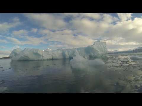 Unterwasser am Monaco-Gletscher Spitzbergen