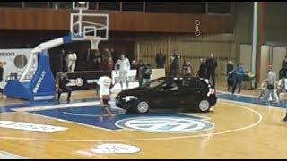 Уникална баскетбол забивка над автомобил!