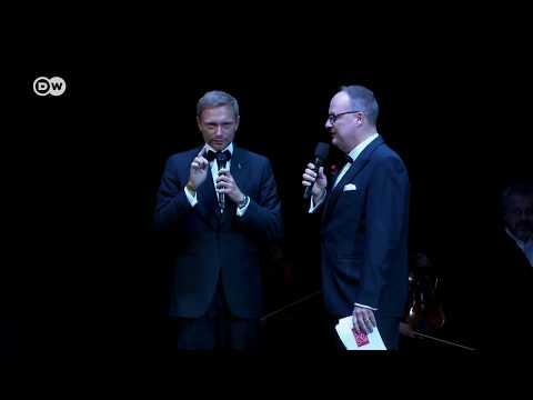 Oliver Welke interviewt Christian Lindner bei der 6. Operngala Bonn