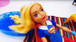 Супергерл собирается на супергеройскую вечеринку. Мультики с куклами