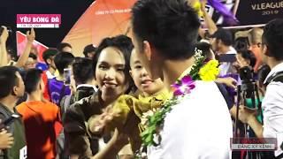 Những khoảnh khắc đặc biệt trong ngày Duy Mạnh, Quang Hải nâng cúp tại SVĐ Cửa Ông