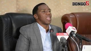 RC Makonda atema cheche kwa maafisa ardhi, awakabidhi computer