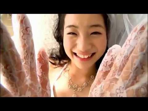足立梨花のエロい ウェディングドレス