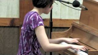 Stephanie Trick plays Anitras Dance by Grieg stride piano