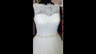 Кружевное свадебное платье пышное со шлейфом