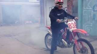 CR250 5th gear Burnout and pissed neighbours