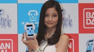 歌手の赤西仁さんと電撃結婚した女優の黒木メイサさんが26日、都内で...