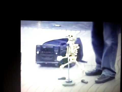 Поющий скелет.