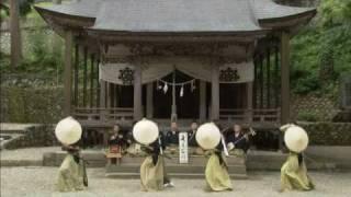 富山県五箇山地方に伝わる民謡「麦屋節」。こきりこ唄とともに五箇山地...