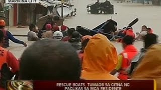 24 Oras: Rescue boats, tumaob sa gitna ng paglikas sa mga residente sa Tumana, Marikina