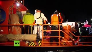 España: Llegada de 65 inmigrantes al puerto de Motril
