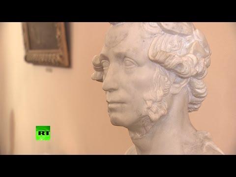В Москве представили издание произведений Пушкина на русском и английском языках