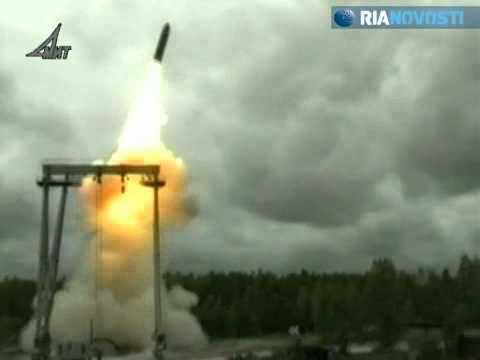 Cohete ruso Bulavá que vulnera cualquier escudo antimisiles   Vídeo   RIA Novosti.flv