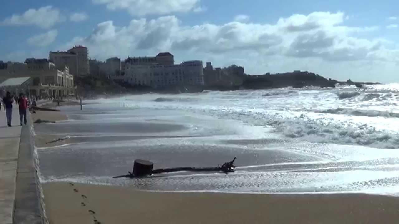 Biarritz  mare basse  mare haute High tide  low tide