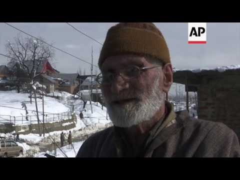Snow in Kashmir amid avalanche warnings