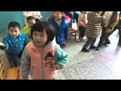Filme fra besøk på døvesenter i Kina.  Laget av Connect-student Marthe Andreassen