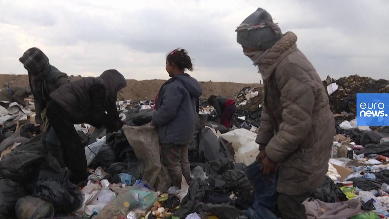فقراء يبحثون عما يسدّ رمقهم بين أكوام النفايات في شمال شرق سوريا  - 15:59-2021 / 1 / 19