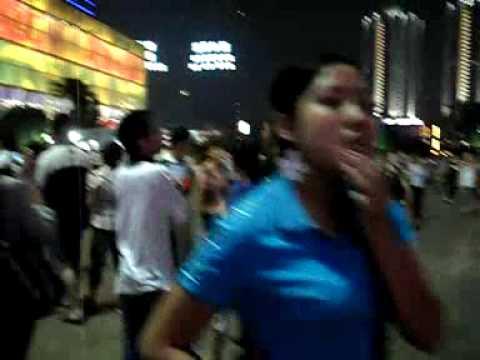 Chongqing Jiefangbei am Abend