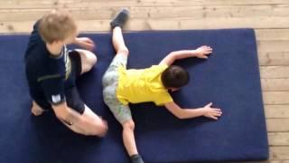 Спортивная гимнастика. Растяжка начинающих гимнастов.