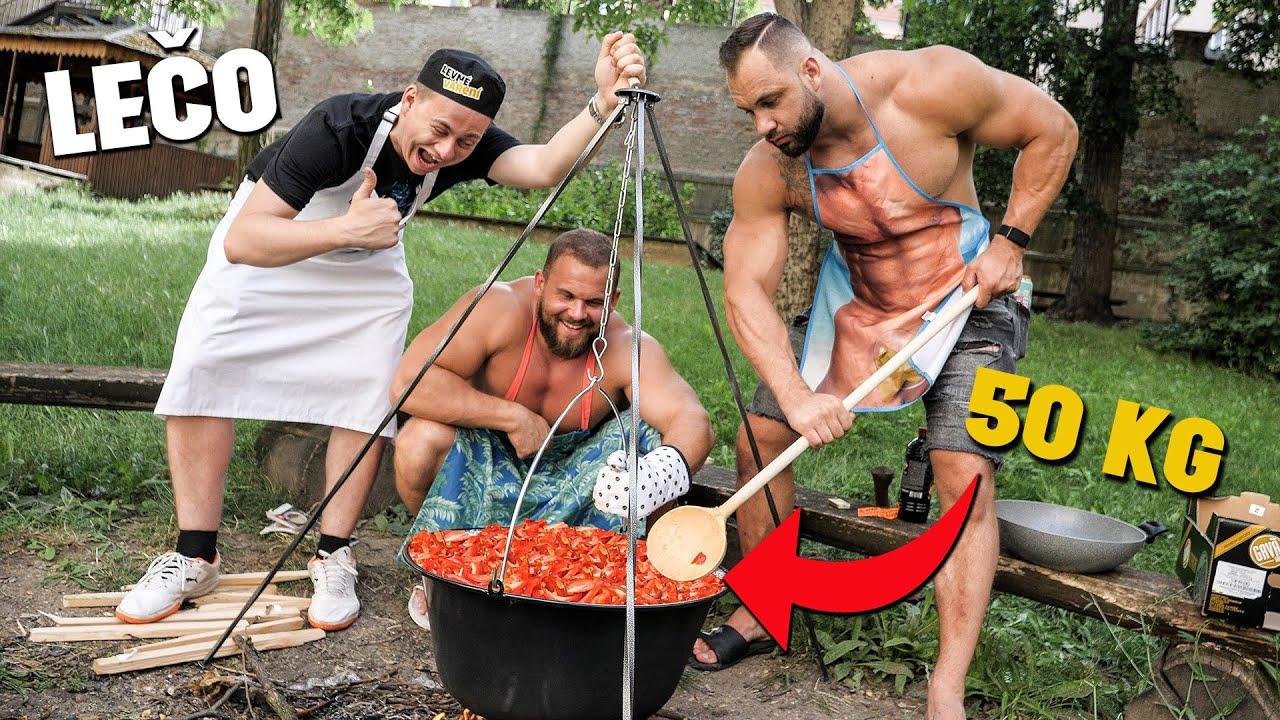 Vaříme 50 KG LEČA a rozdáváme ho lidem v Brně