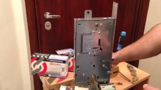 видео Дверь с молдингом и замком Меттем