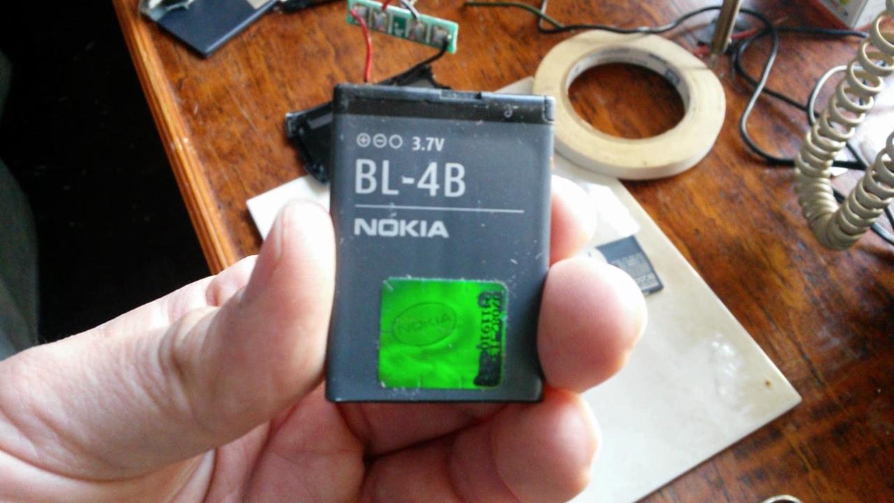Литий-ионный аккумулятор craftmann nokia bl-4b. Оснащен специальным контроллером, благодаря которому обеспечивается защита от чрезмерного.