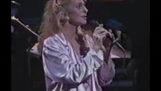 JUDY COLLINS - Send In The Clowns (Live w/ lyrics)
