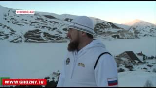 Рамзан Кадыров вместе с соратниками прокатился на санках