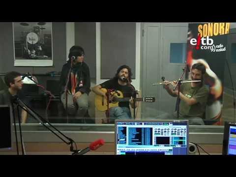 """Canteca de Macao canta """"Vida de carretera"""" en La Jungla Sonora (Radio Euskadi)"""