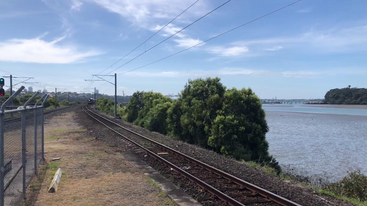 J 1211 passing through Orakei, Auckland
