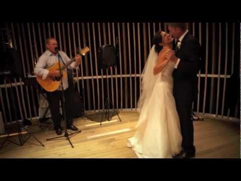 Lorita and Aaron Matakana and Treehouse Wedding by Amanda Wignell Photography