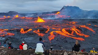 """RIGHT NOW AT THE VOLCANO!!-4 NEW VENTS ARE FILLING """"PATH B"""" WITH FRESH LAVA!!-RAW VIDEO-Sep 11, 2021"""