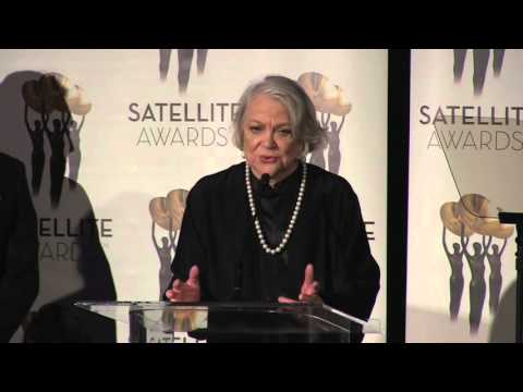 Bruce Davison presents Louise Fletcher with the 2015 Mary Pickford Award