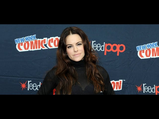 Emily Hampshire discusses '12 Monkeys'!