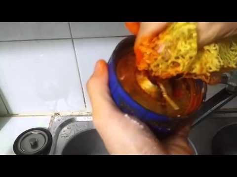Mẹo vặt - Cách rửa sạch tay khi sử dụng nghệ bằng bột giặt Omo