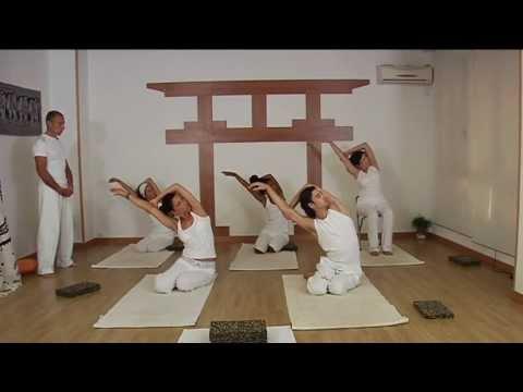 Meditación y Yoga en Casa Clase de 15 minutos - YouTube