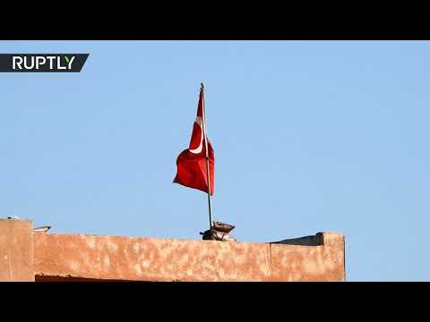 شاهد.. الجيش السوري محاصرا نقطة تركية وجندي تركي يطلب الابتعاد وعدم التصوير