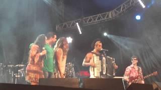 """Elba Ramalho, Cezzinha e André Rio cantam """"De volta pro meu aconchego"""""""