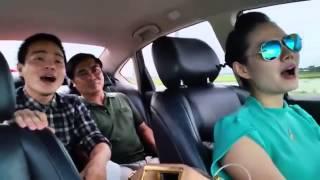 Lương Nguyệt Anh bỏ vô lăng hát Nắng Ấm Quê Hương khi đang lái xe vẫn quá hay :X