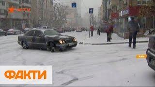 Первый снег в Киеве: рекордные пробки, сотни ДТП и травмированные на тротуарах